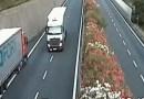 Inconștiență în Italia: Un șofer român de TIR, beat, a condus pe contrasens pe autostradă – VIDEO