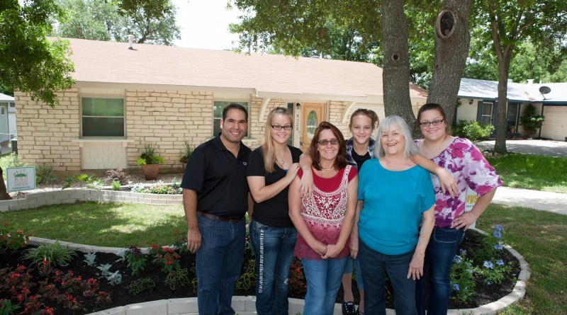 Image of Albert Cantu, and a family participated in Mi Casa program