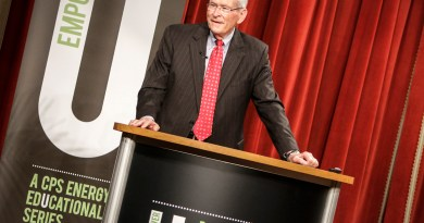 (Image) Former GM Chairman/CEO and AT&T Chairman Emeritus Ed Whitacre speaks to CPS Energy employees at EmpowerU.