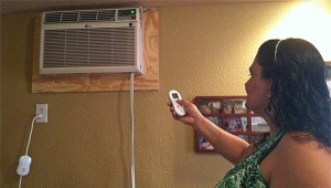 Customer Becky Torres tries her Cool Energy smartAC kit.