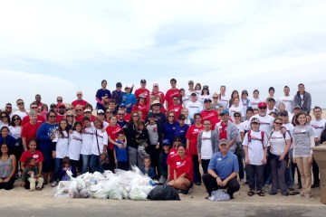 beach cleanup participants