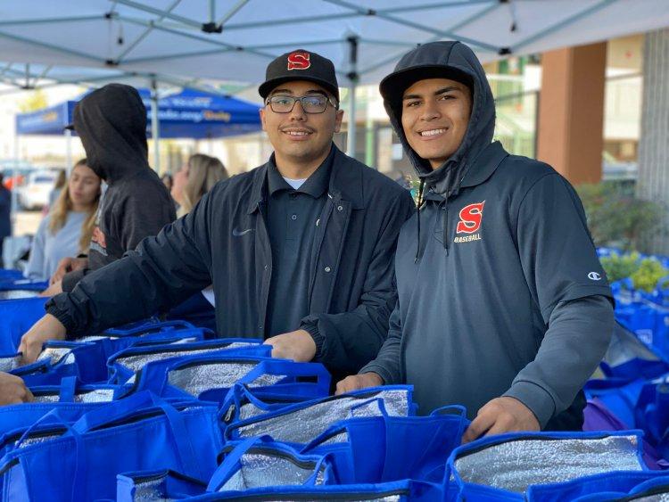 volunteers hand out turkeys