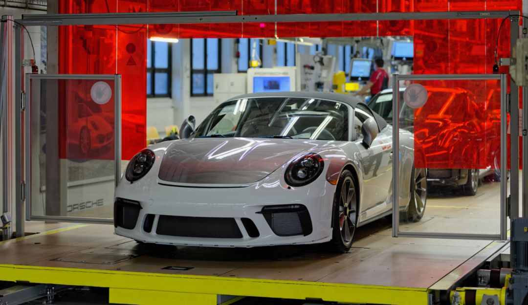 Last Porsche 911 of the 991 generation comes off the production line