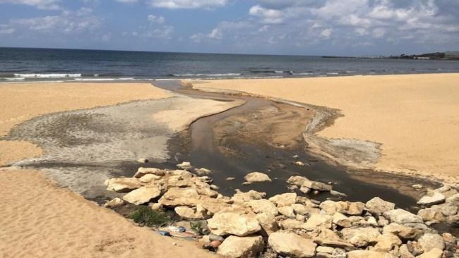 Sewage pouring into Ramlet al-Baida sea | Source: Greenarea
