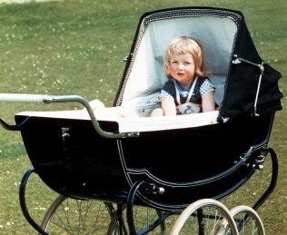 Диана в коляске в Парк-хаусе в Сандрингеме