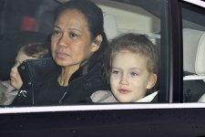Мод Виндзор приехала в машине со своей няней и младшей сестрой Изабеллой.