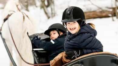 Photo of Принцесса Швеции Эстель сломала ногу, катаясь на лыжах