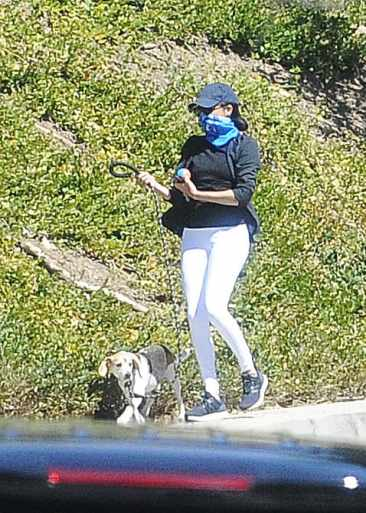 Меган с собакой