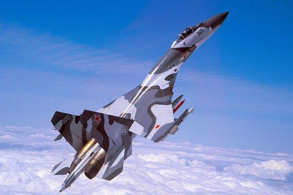 """Пентагон: российский """"файтер"""" перехватил американский самолет-разведчик"""