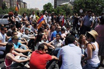 Евразийский грабеж вывел на улицы тысячи армян