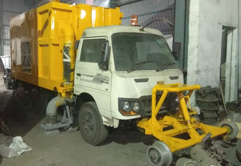 Self-propelled vehicle can replace manual railway track scavenging