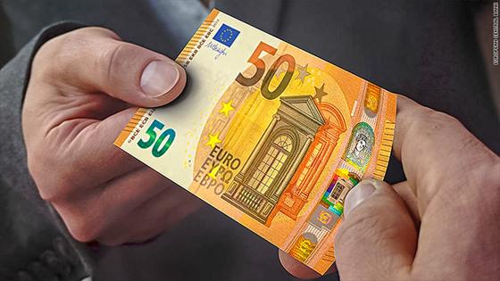Invazie de bancnote de 50 euro FALSE în Europa