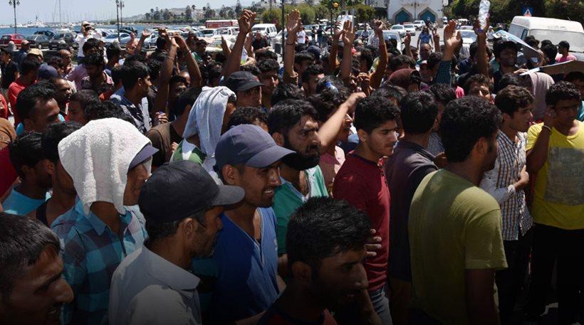 Στα πρόθυρα έκρηξης η Λέσβος: «Πνίγεται» με 8.000 πρόσφυγες και μετανάστες!