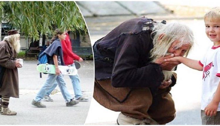 Άνδρας 103 ετών ζητιανεύει καθημερινά χρήματα και τα δίνει όλα σε φιλανθρωπίες και ορφανοτροφεία…