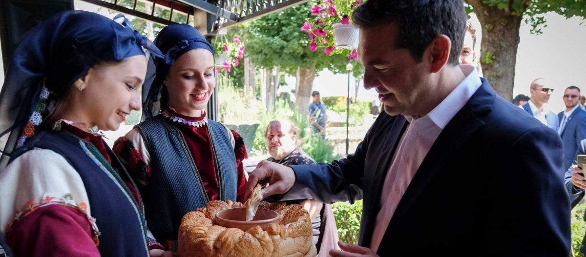 «Ήταν πολύ καλό το κλίμα, σχεδόν σαν τραπέζι γάμου» είπε Αλέξης Τσίπρας για το γεύμα