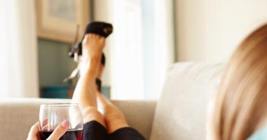 Why liquor and wine make people feel different emotions 3
