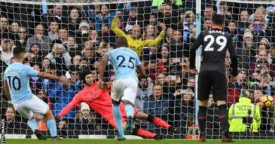 Man City outclass Arsenal to open up eight-point lead 5