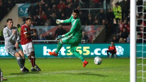Bristol City knock holders Manchester United out of Carabao Cup 3