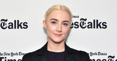 Saoirse Ronan and pals in Ireland 'get a giggle' from Oscar hype 1