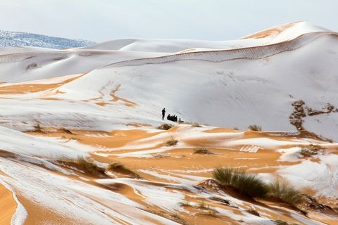 These Photos of Snow in the Sahara Look Like Something Out of Star Wars 10