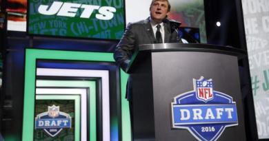 Jets trade with Colts to move up to No. 3 overall in NFL draft 3