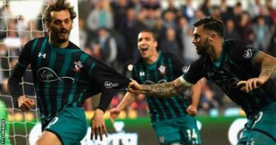 Southampton take big step towards safety with win at Swansea 2