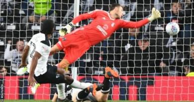 Derby beat Fulham in play-off semi-final first leg 1