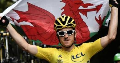 Tour de France: Geraint Thomas wins as Chris Froome finishes third 4