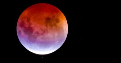 Tonight's Blood Moon Will Be The Longest Lunar Eclipse of This Century 3