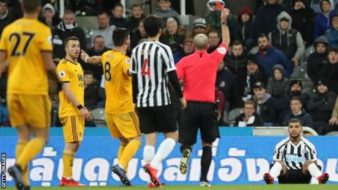 Newcastle 1-2 Wolves: Visitors score late winner against 10 men 6