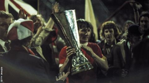 Tommy Smith: Liverpool great dies, aged 74 1