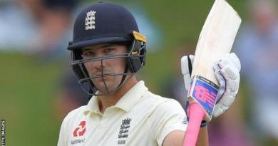 South Africa v England: Rory Burns leads unlikely pursuit of 376 7