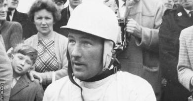 Sir Stirling Moss: Motor racing legend dies aged 90 after long illness 4