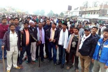 लाठी–फट्ठासहित हज्जारौं आन्दोलनकारी राजमार्गमा
