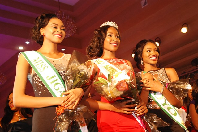 R-L: 2nd Runner up, Mary, Winner of Miss Nigeria 2015,  Pamela Peter-Vigboro Leesi & The 1st Runner up, Itunu