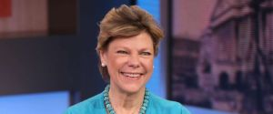 Cokie Roberts, broadcast journalism legend, dies at 75