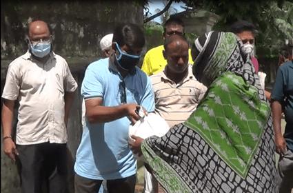 সুনামগঞ্জ পৌর শহরে ৫০টি পরিবারের মাঝে চাল বিতরণ
