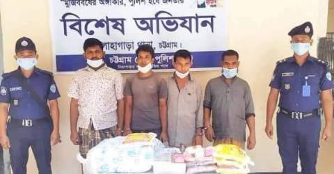 সিসি ক্যামেরায় ধরা, চোরাইকৃত মালামাল সহ ৪ চোরকে আটক করেছে লোহাগাড়া থানা পুলিশ :