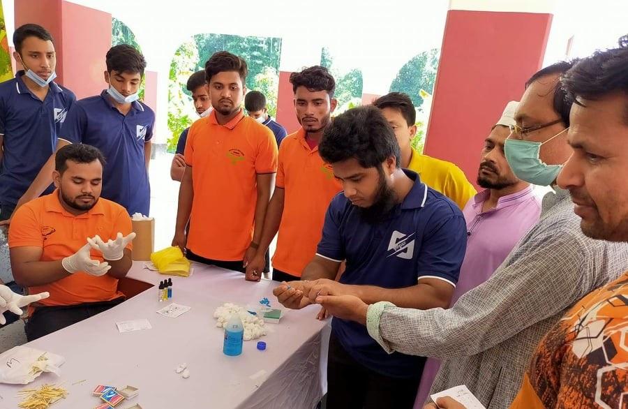 কক্সবাজারের জালালাবাদে স্বপ্নবুনন'র উদ্যোগে বিনামূল্যে রক্তের গ্রুপ নির্ণয়