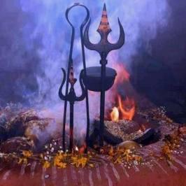 Shivas Dreizack und die reinigende Flamme