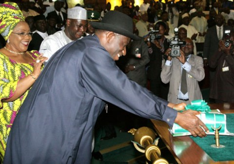 President-Goodluck-Jonathan-laying-the-budget-proposal-before-the-National-Assembly-480x336