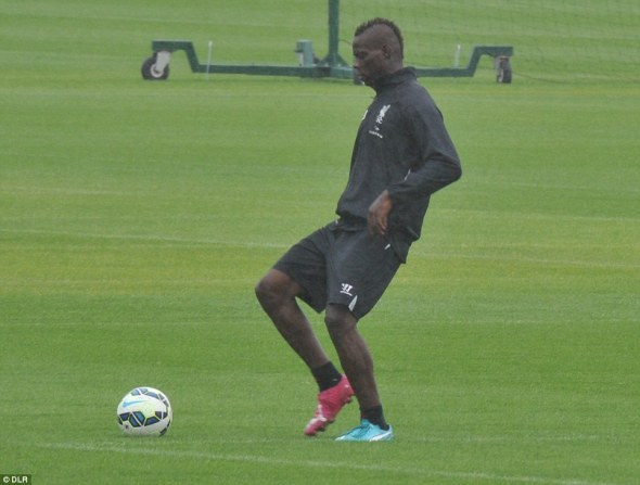 balotelli-liverpool-training-newswirengr-5