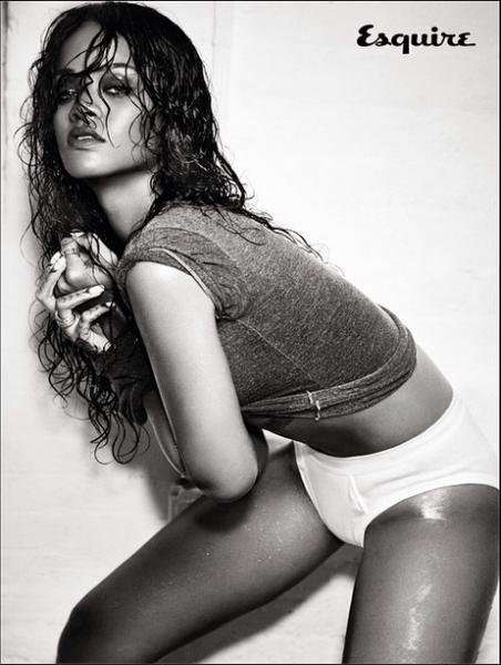 Rihanna-Instagram-Esquire-UK-December-2014-5-452x600
