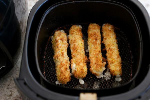 Frozen mozzarella sticks in air fryer air fry the mozzarella sticks
