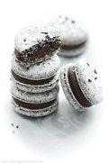 black-sesami-macarons-insid