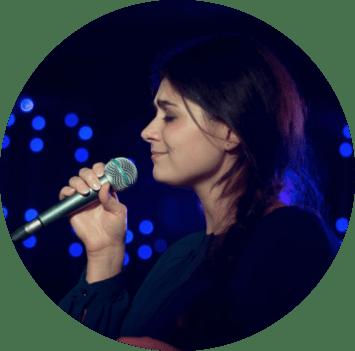 Alisa - преподаватель школы вокала New Voices Studio