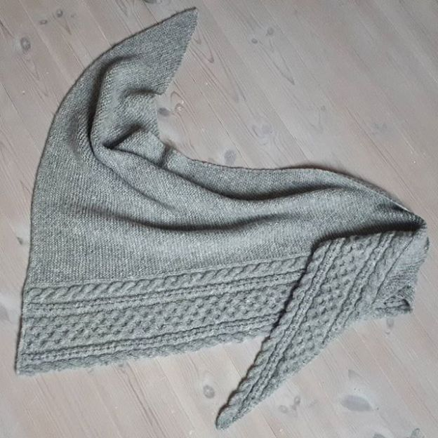 Knitted shawl with cable and garter stitches