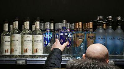На Колыме запретили продажу алкоголя в связанные с молодежью праздники