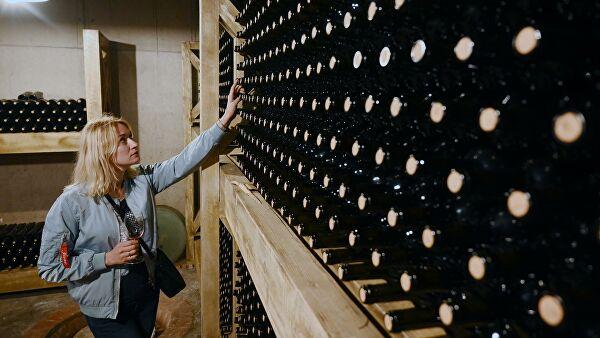 Роскачество рассказало, как правильно выбрать розовое вино