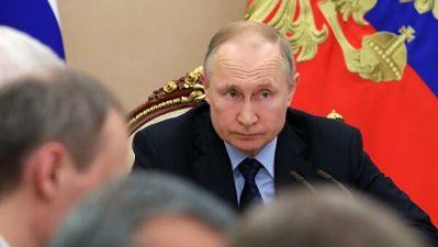 Журналистов проверят на коронавирус перед поездкой с Путиным в Крым
